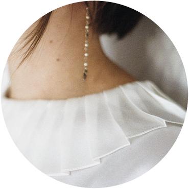 Blouse en soie Colombine par Aurore Gwladys - détail du col plissé